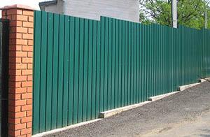 Забор на бетонной ленте